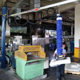 汉尔得50kg天然橡胶块库房搬运吸盘吊具、真空吸盘吊具AG官方下载、码垛机械手VEL180-2.5